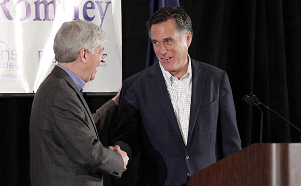 Michigan Gov. Rick Snyder (L) shakes hands with Republican Mitt Romney