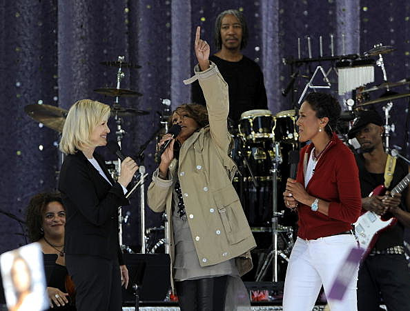 "Diane Sawyer, Whitney Houston and Robin Roberts perform on ABC's ""Good Morning America"" on September 1, 2009"