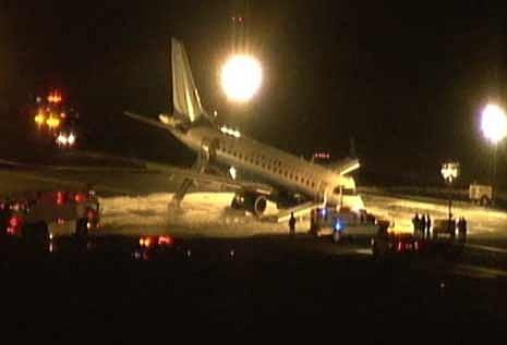 Plane makes emergency landing at Newark Liberty Airport