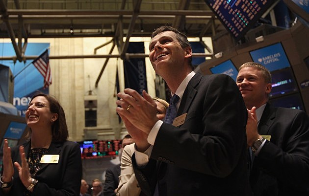 Stock market continues to gain