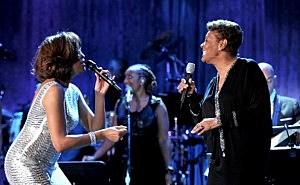 (L-R) Whitney Houston & Dionne Warwick