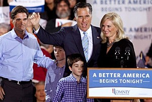 Republican presidential candidate, former Massachusetts Gov. Mitt Romney, his wife Ann Romney (R), his son Tagg Romney and some of his grandchildren wave to supporters during a campaign rally in Manchester, NH