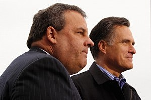 Mitt Romney campaigns in Iowa with Governor Chris Christie.