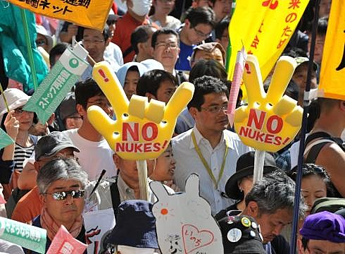 japan shuts down nuclear reactor latest news link japan shuts down last nuclear reactor 490x360