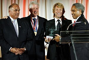 "ity of Philadelphia Brotherly Love Award"" by Philadelphia Mayor John Street (R) former President Bill Clinton (2nd L) and Pennsylvania Gov. Edward Rendell"