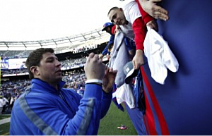 David Diehl signs autographs at Giants Super Bowl celebration at Metlife Stadium (Jeff Zelevansky/Getty Images)