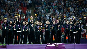 The United States women's soccer team celebrates with the the gold medal