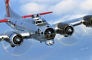 B-17  Bomber the Aluminum Overcast (Handout Photo: EAA)