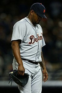 Jose Valverde of the Detroit Tigers walsk back to the dugout