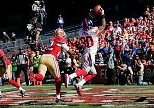 Victor Cruz catches a touchdown pass