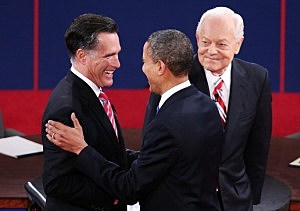 Barack Obama (R) shakes hands with Republican presidential candidate Mitt Romney as moderator Bob Schieffer of CBS looks on