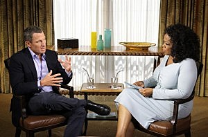 Oprah Winfrey (R) speaks with Lance Armstrong