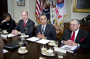 President Barack Obama (2R) meets with representatives from the Major Cities Chiefs Association and Major Counties Sheriffs Association t