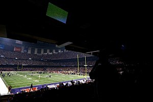 Fans look on to the field after a sudden power outage in the second half during Super Bowl XLVII at the Mercedes-Benz Superdome