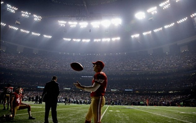 David Akers #2 of the San Francisco 49ers waits during Super Bowl power outage