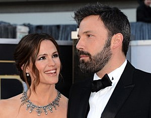 Jennifer Garner(L) and husband Ben Affleck arrive at the Oscars