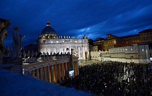 Pilgrims gather in St Peter's Square