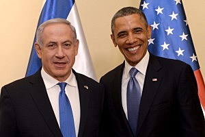 Israeli Prime Minister Benjamin Netanyahu (L) welcomes President Barack Obama to the prime minister's residence