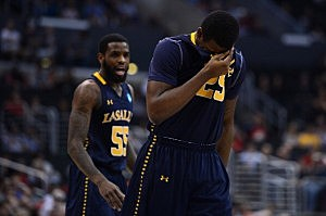 Jerrell Wright #25 of the La Salle Explorers
