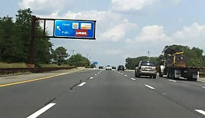 Northbound exit for Garden State Parkway's Monmouth service area