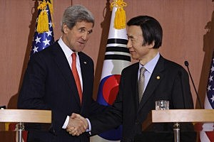 Secretary Of State John Kerry (L) and South Korean Foreign minister Yun Byung-Se (R) shake hands during a joint press conference