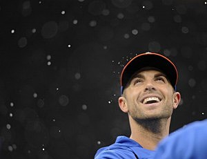 David Wright  reacts as snow falls during batting practice before the Mets game against the Twins in Minnesapolis