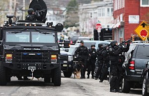 SWAT team members aim their guns as they search for one remaining suspect at an apartment building on April 19, 2013 in Watertown, Massachusetts