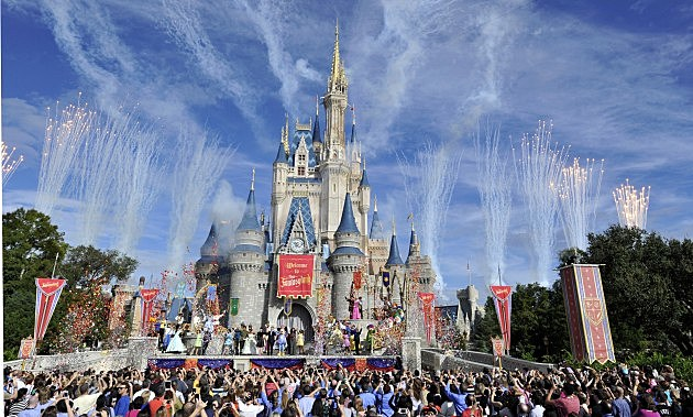 NY Housewives hire people to wait on line at Disney World