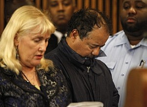 Ariel Castro (R) stands with his public defender, Kathleen DeMetz, during his arraignment on kidnapping and rape charges in Cleveland,