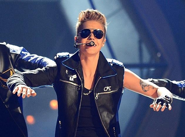 Justin Bieber booed at the Billboard Music Awards