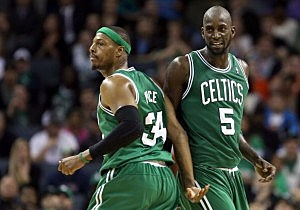 Paul Pierce #34 and Kevin Garnett