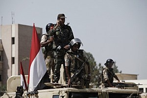 Soldiers of the Egyptian Army stand guard in front of the headquarters of the Egyptian Republican Guard in Nasr City