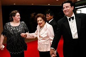 Helen Thomas (C) arrives at the White House Correspondents' Association dinner in 2010