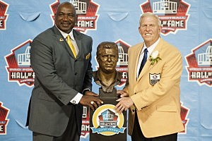 George Martin (L) of the New York Giants presents former head coach Bill Parcells with his Hall of Fame bust