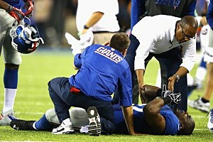 Stevie Brown is in pain after injuring his leg during Jets-Giants pre-season game