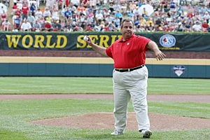 Governor Chris Christie throws out the ceremonial first pitch before the start of the Little League World Series Championship game
