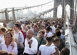 People walk down Brooklyn Bridge during a massive blackout August 14, 2003 in New York City