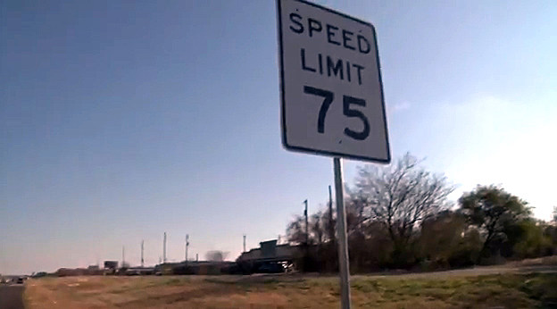 75 MPG sign in Texas