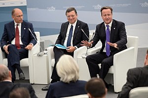 , (L-R) Enrico Letta, President of the Italian Council of Ministers, European Commission President Jose Manuel Barroso and British Prime Minister David Cameron attend a meeting at the G20 Summit