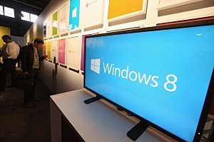 A screen displays the logo of the Microsoft Windows 8 operating system