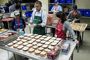 President Barack Obama (C) helps bag sandwiches with furloughed federal workers Health and Human Services