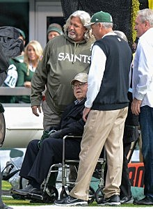 Head coach Rex Ryan (R) of the New York Jets and defensive coordinator Rob Ryan (L) of the New Orleans Saints pose for a photo with their father Buddy Ryan (C) on the field before the game at MetLife Stadium