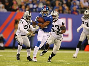 Rueben Randle #82 of the New York Giants runs after a catch