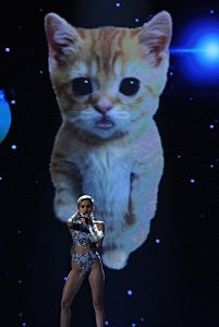 r Miley Cyrus performs onstage during the 2013 American Music Awards
