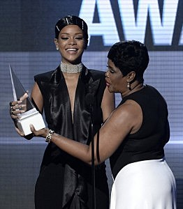 Rihanna (L) accepts the AMA Icon Award from her mother, Monica Braithwaite