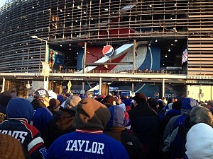 Bundled up Giants fans outside MetLife Stadium