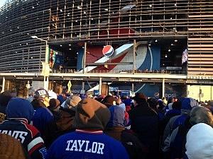 Bundled up Giants fans outside MetLife Stadium