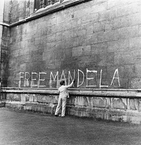A man washing a 'Free Mandela' slogan off the side of King's College Chapel, Cambridge.