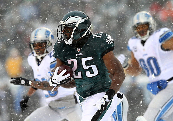 LeSean McCoy #25 of the Philadelphia Eagles carries the ball in the third quarter against the Detroit Lions