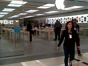 Apple store at Quakerbridge Mall